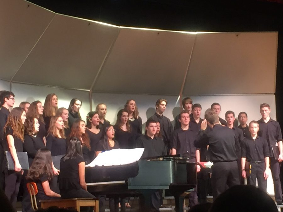 Mixed+chorus+sings+the+%22Lullay%2C+my+liking%22+with+junior+Catherine+Bennis+soloing.+