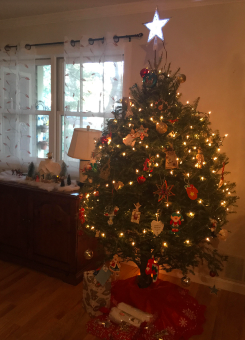 Christmas+tree+and+decor+at+the+author%27s+household.