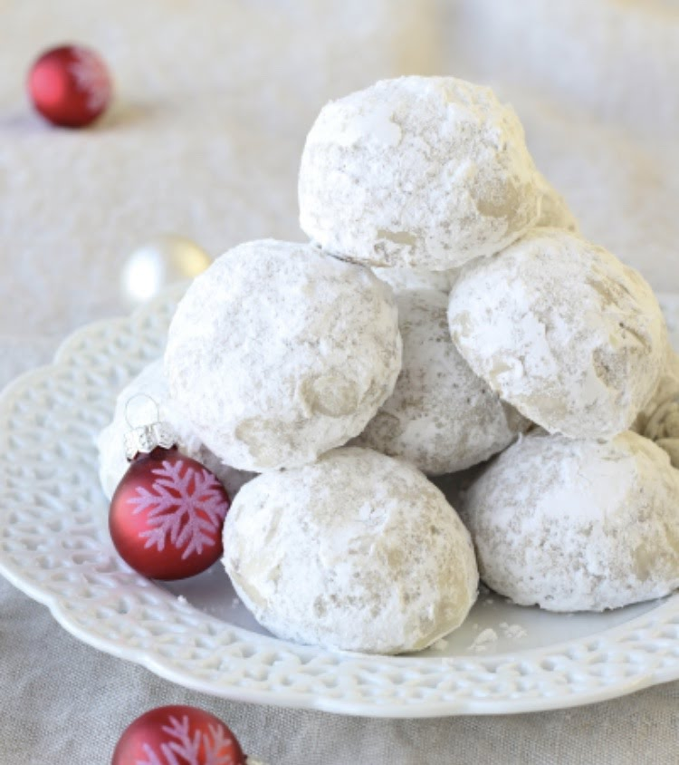 These+Pecan+Snowball+Cookies+make+a+beautiful+winter+scene+come+to+life+in+your+kitchen.+%28Pic+Cred%3A+American+heritage+cooking%29%0A