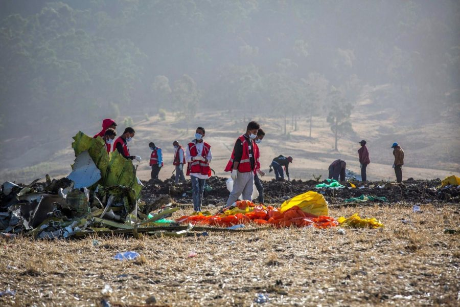 Rescuers+clean+and+look+through+the+site+of+the+Ethiopian+Airlines+Flight+302+crash.+%28Mulugeta%3AAssociated+Press%29