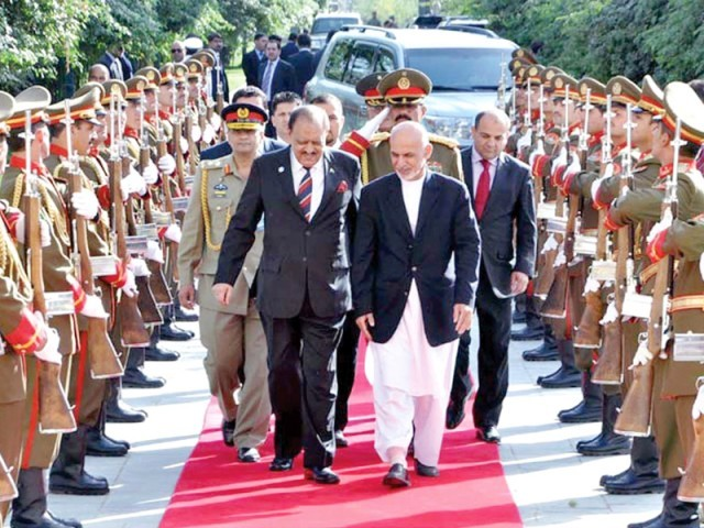 Afghan President Ashraf Ghani welcomes President Mamnoon Hussain at Presidential Palace in Kabul.