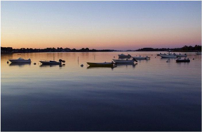 The+harbor+sunset+is+lovely.