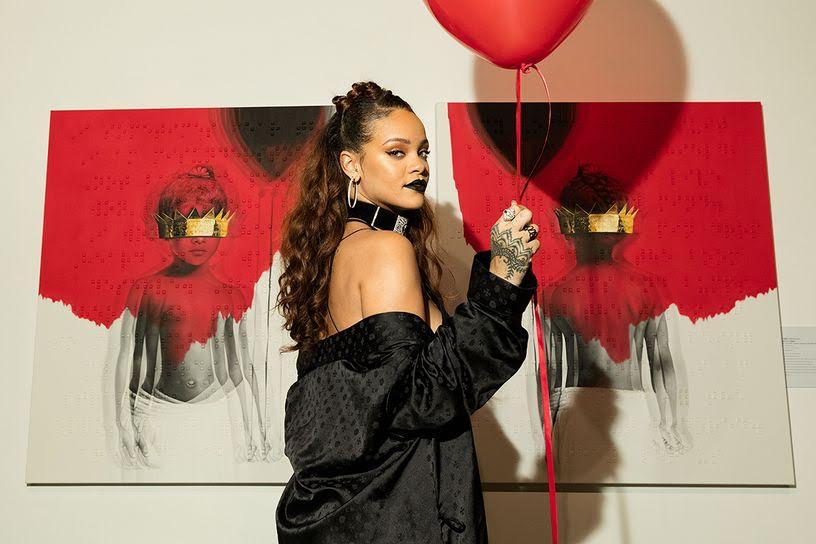 Rihanna announcing the album on October 7, 2015