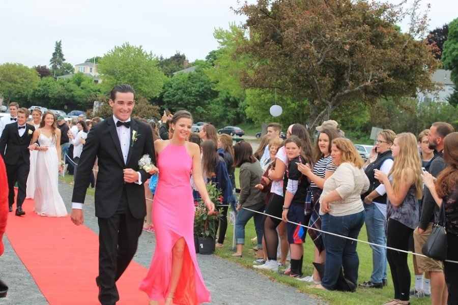 Phil Holler and Caroline Lumnah make a grand entrance.