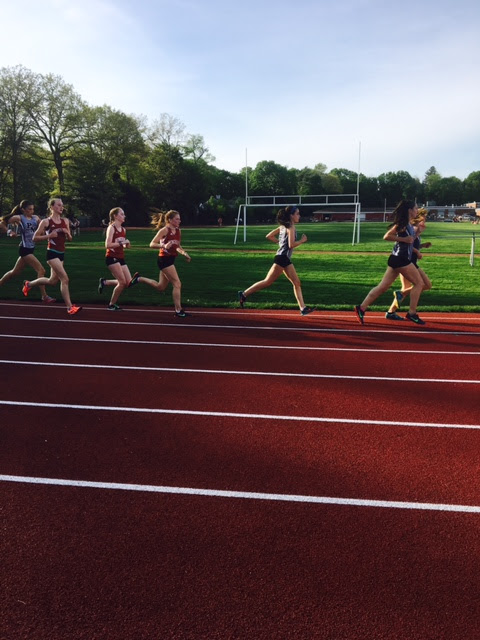 Plymouth+North+team+leads+the+Hingham+two+mile+team+at+the+second+lap.