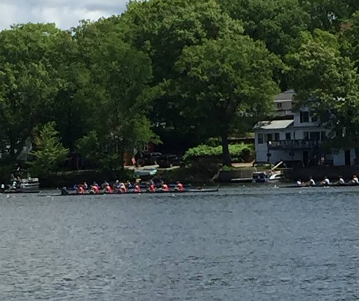 The girls' 1st Varsity boat races in the petite final, in which they placed 2nd.