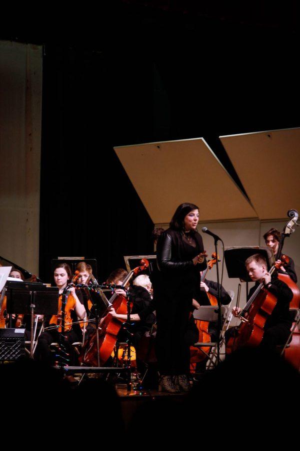 Mrs. Sassano addresses the audience before the freshman chorus begins to play.