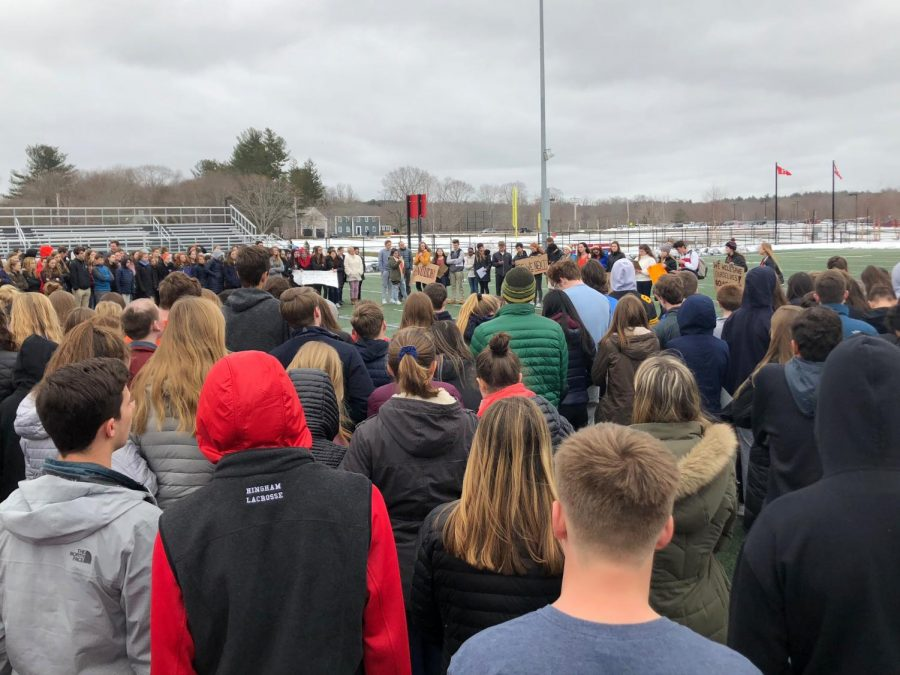 HHS students honor the victims of the Parkland shooting with a moment of silence.