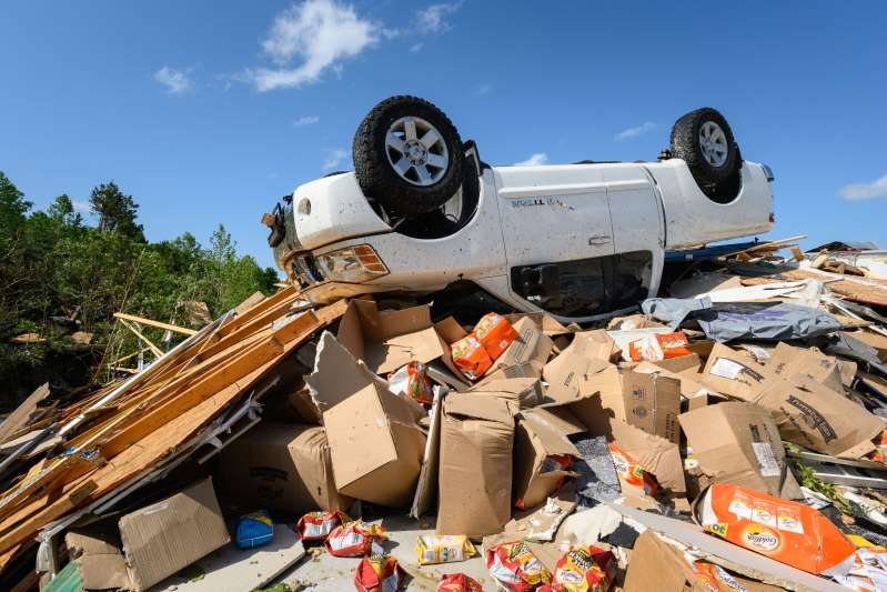 Donnie+Braun+and+Sons+Auto+Repair+in+Jefferson+City%2C+Missouri+is+destroyed+after+a+tornado+hit+the+area.+